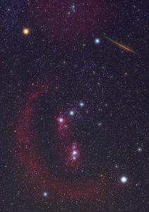 Souhvězdí Orionu a meteor z Halleyovy komety. Foto: Jens Hackmann.
