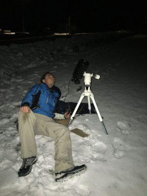 Aparatura nastavená na fotografování přeletu ISS před Měsícem 26. ledna 2021 ze Záhradného. Díky úhlové velikosti stanice nebylo třeba většího a dražšího vybavení.