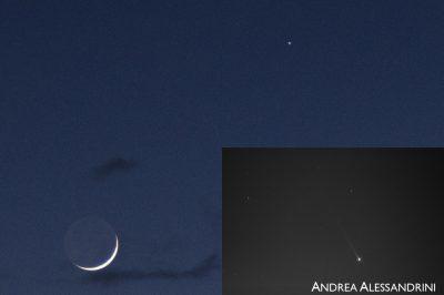 Merkur a Měsíc 13. května. Ve výřezu je Merkur s ohonem přes speciální sodíkový filtr. Délka ohonu dosahuje až 1°. Foto: Andrea Alessandrini.