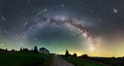Maximum meteorického roje Perseidy v roce 2016 z Parku tmavé oblohy Veľká Fatra na Slovensku. Foto: Petr Horálek.