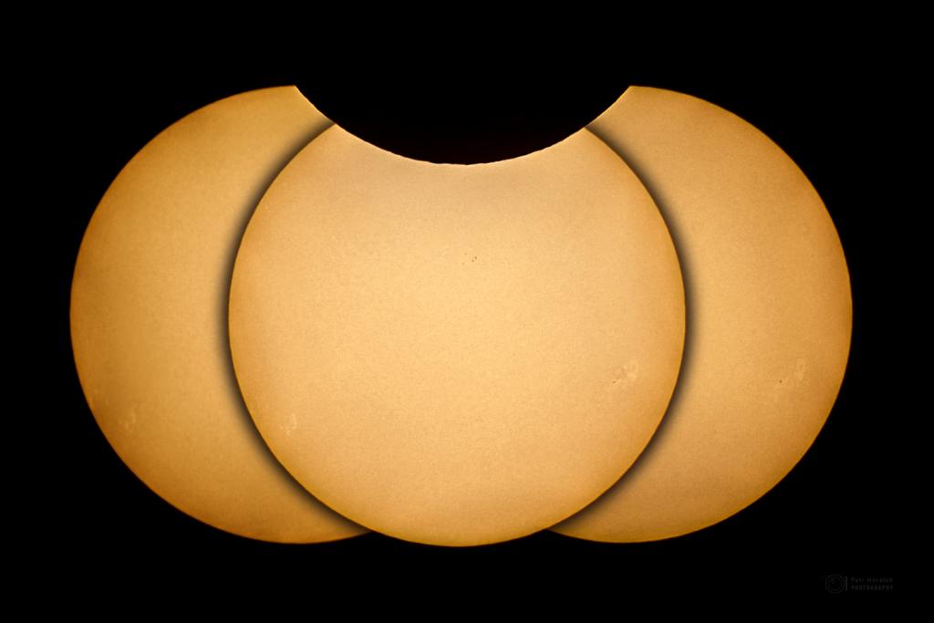Hrbolatý okraj Měsíce při zatmění Slunce 10. června 2021. Foto: Petr Horálek/FÚ v Opavě.