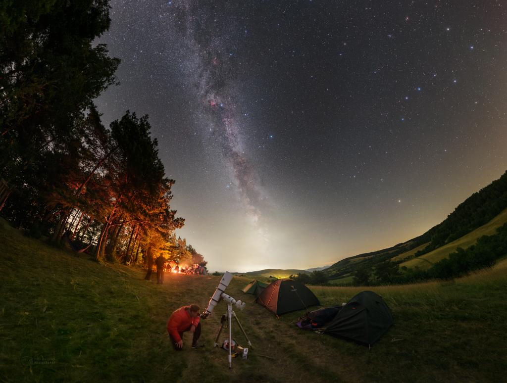 Pozorování noční oblohy na Hoštiné. Foto: Petr Horálek/FÚ v Opavě.
